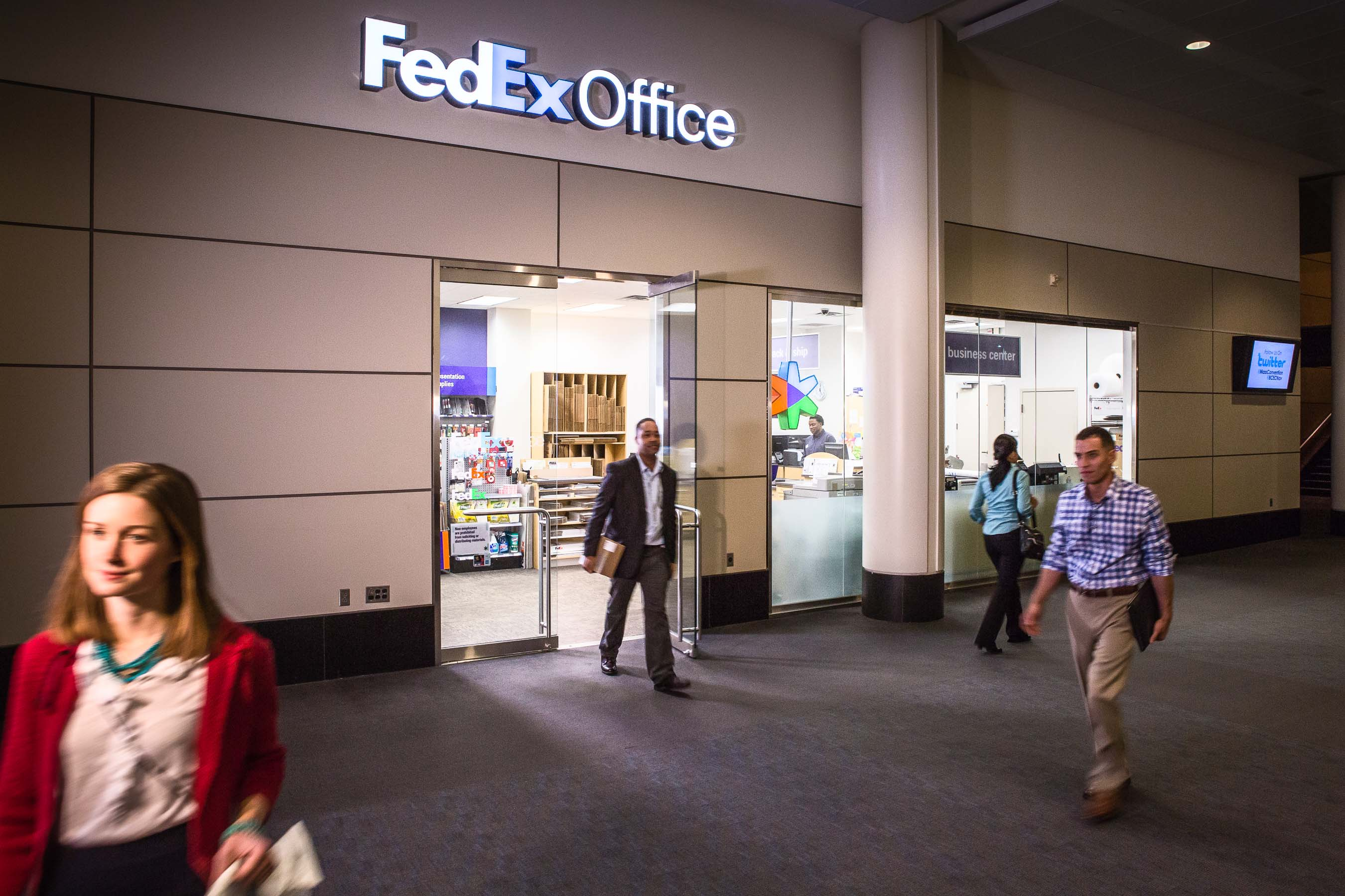 FedEx Office location with customers